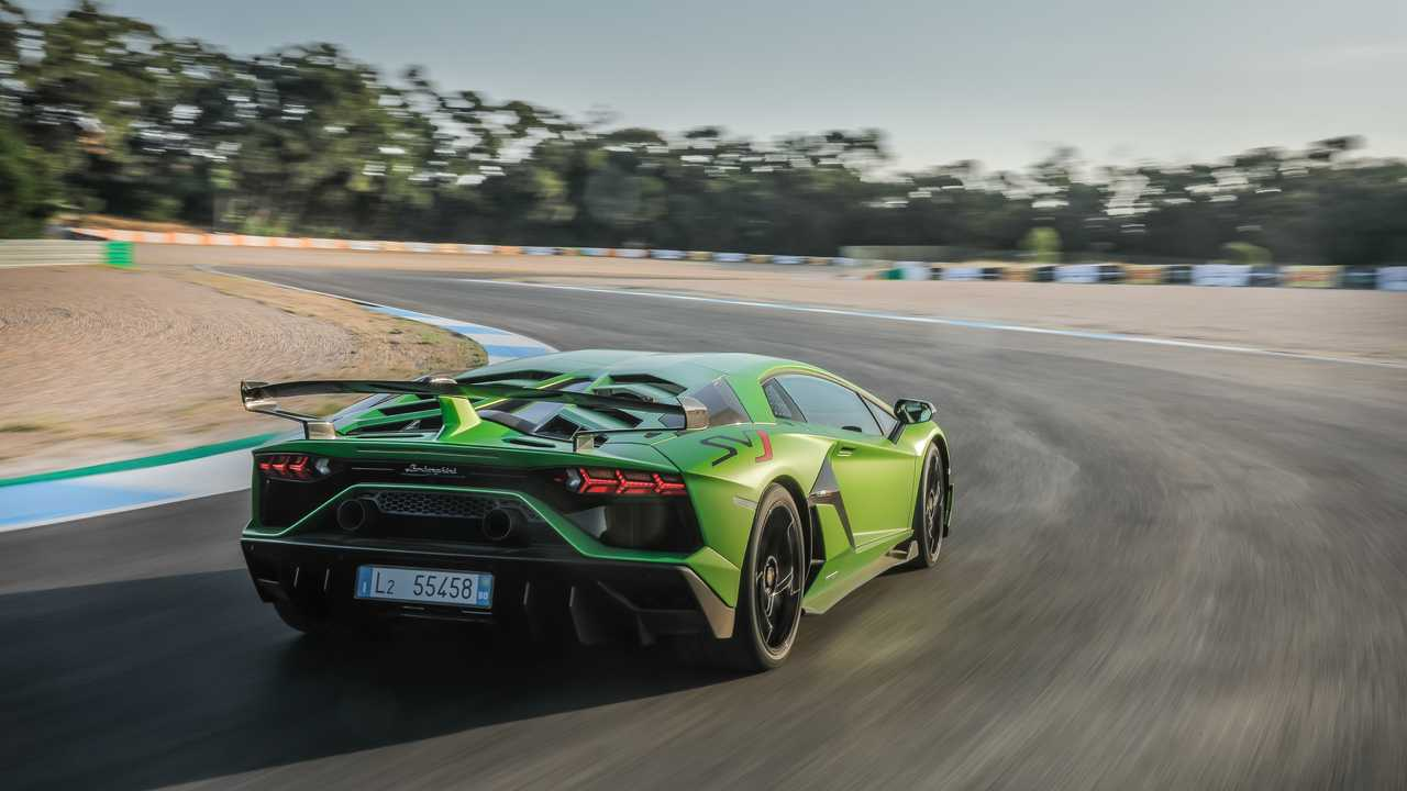 10.000'inci Lamborghini Aventador Üretim Bandından İndi