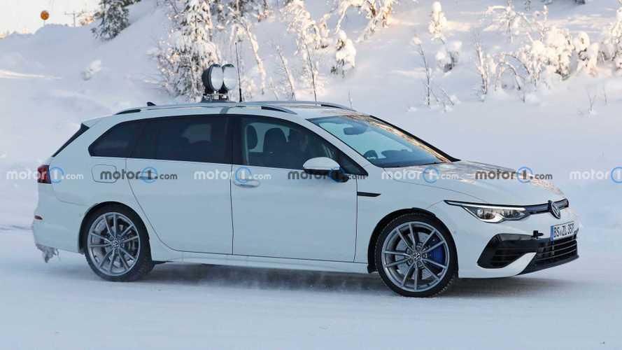 Новый универсал Volkswagen Golf R снял камуфляж: 20+ фото