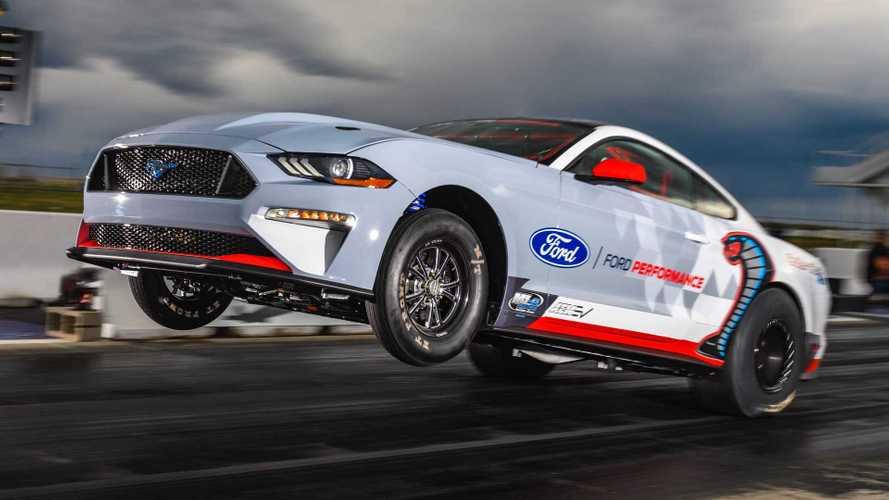 Посмотрите, как электрический Ford Mustang встает на задние колеса