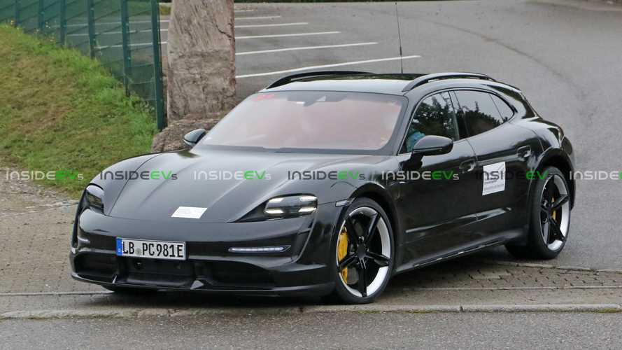 Perua do Porsche Taycan aparece sem disfarce e revela visual encorpado