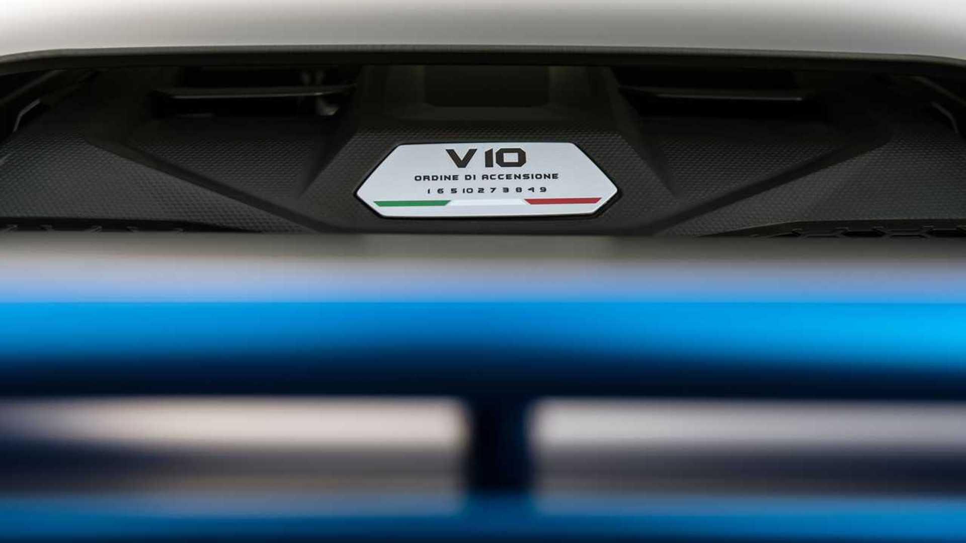 2020 Lamborghini Huracan Evo RWD engine badge