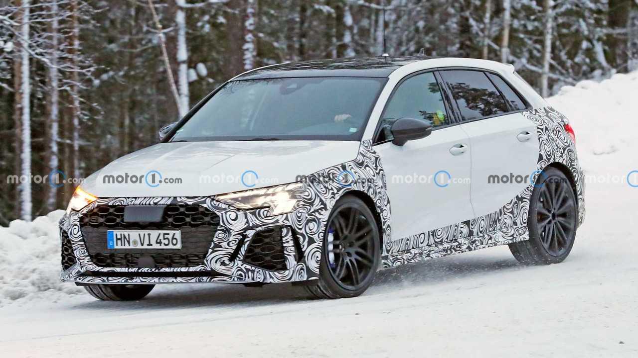 2021 Audi RS3 Sportback casus fotoğraflar