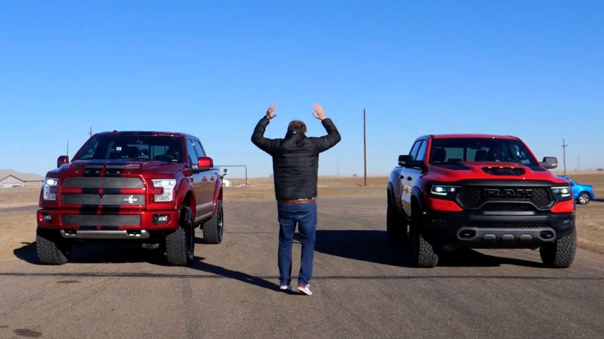 Ram TRX против Super Snake Vs Raptor Super Truck Drag Race