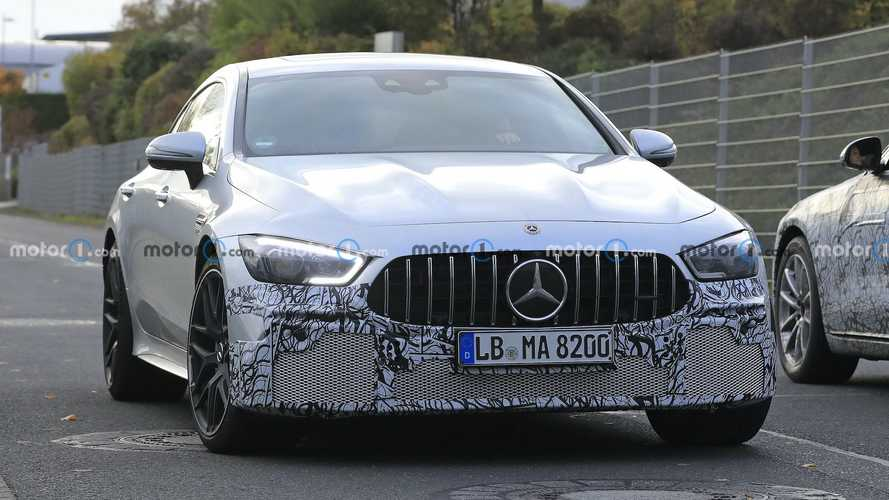 Makyajlı Mercedes-AMG GT 4-Kapılı Coupe kameralara yakalandı
