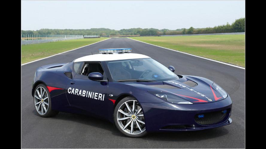 Attenzione: Italienische Carabinieri in der Lotus-Flunder