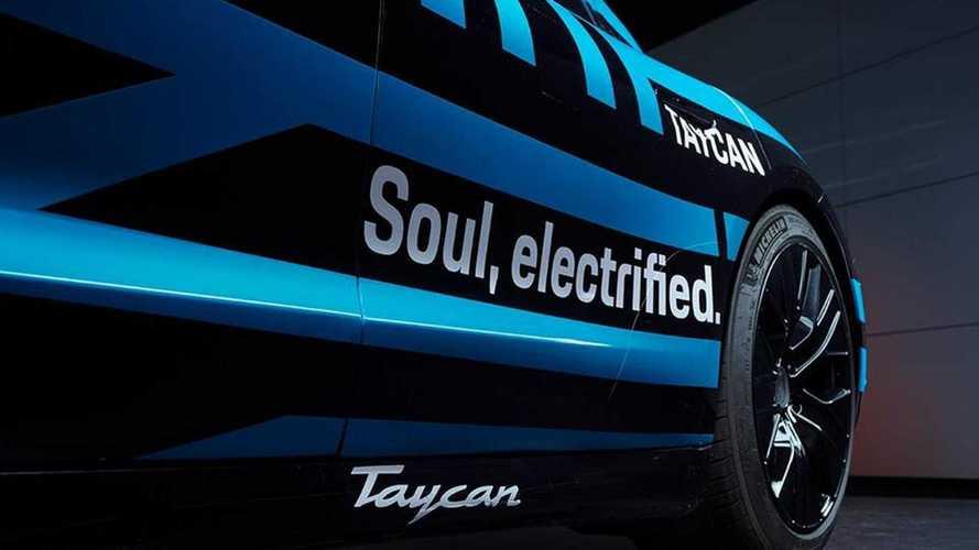 Porsche Taycan, le prime foto (camuffate)