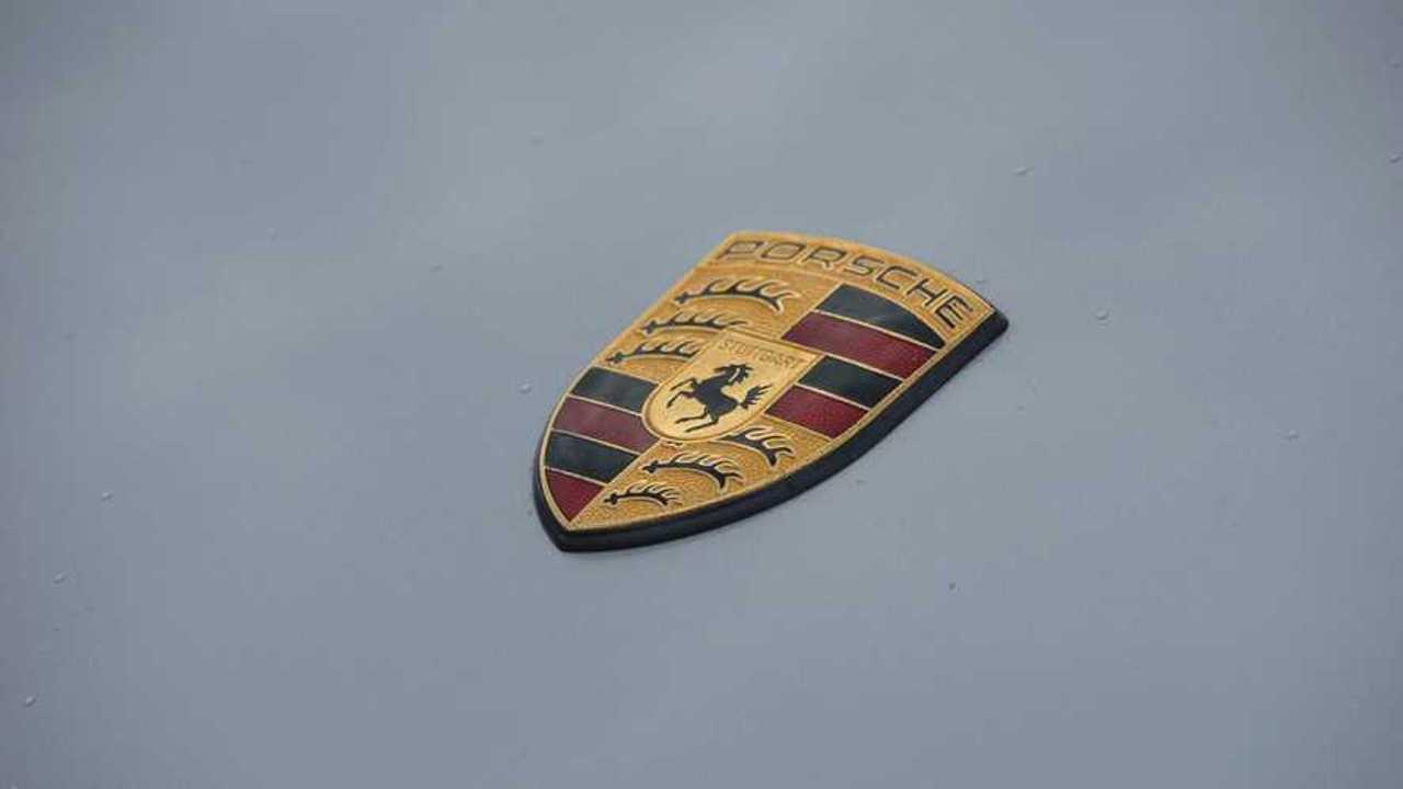 Porsche-Logo auf Boxster von 1998