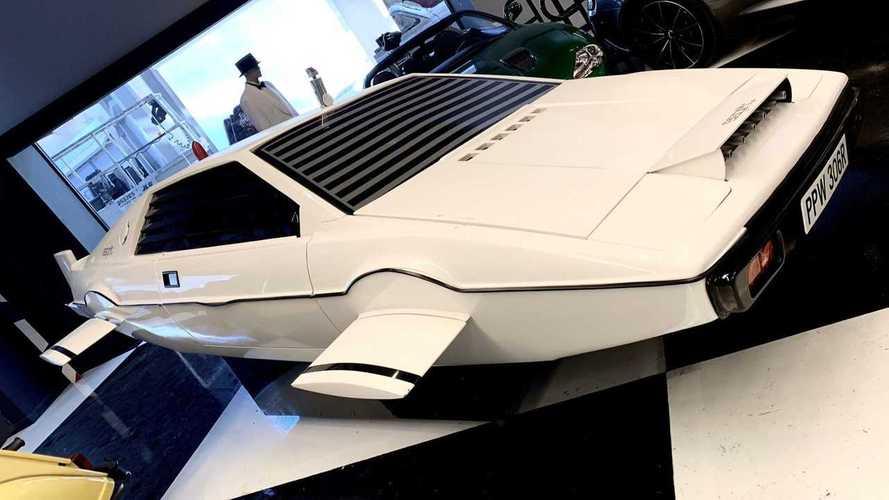 Make Elon Musk Double Take With This Lotus Submarine Replica