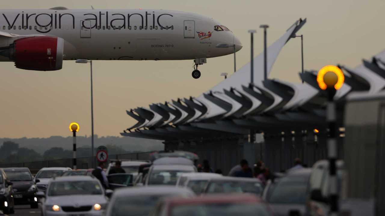 Boeing 787-9 Dreamliner landing at Heathrow international airport