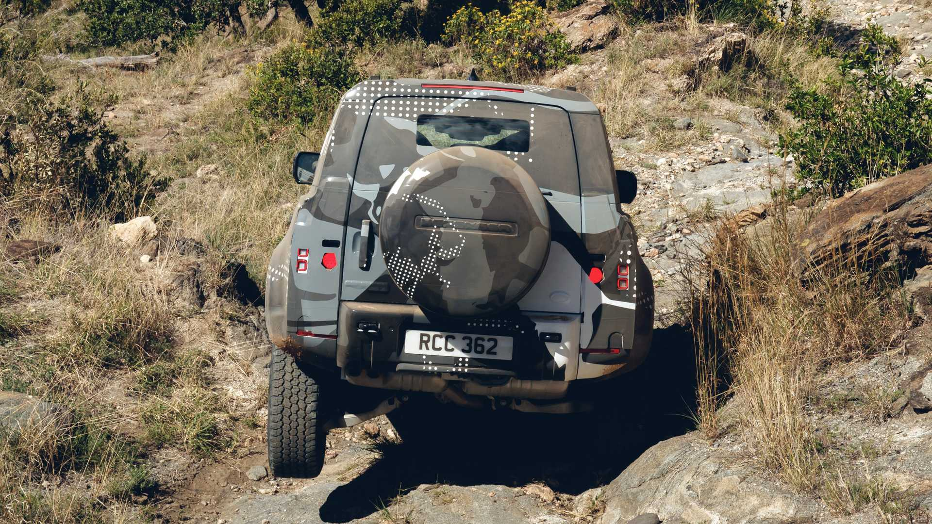 2020-land-rover-defender-testing-in-keny