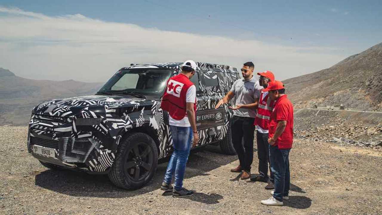 Land Rover Defender, i test con la Croce Rossa