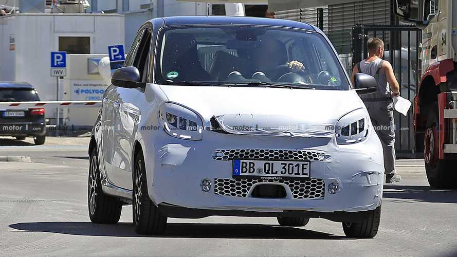 Smart ForFour Electric Driver facelift spy photos