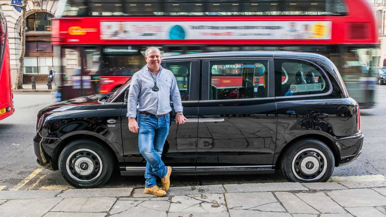 first-new-electric-london-taxi-delivered (2)