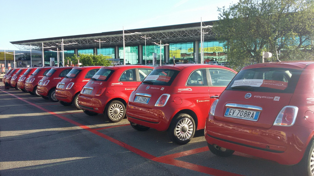 Il Car Sharing Enjoy A Roma Avra 900 Fiat 500 Rosse