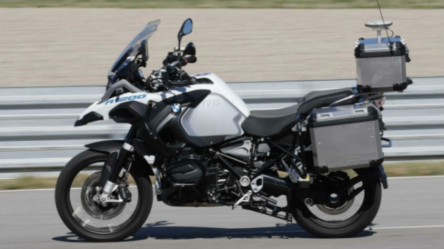 BMW, la R 1200 GS si guida da sola [VIDEO]