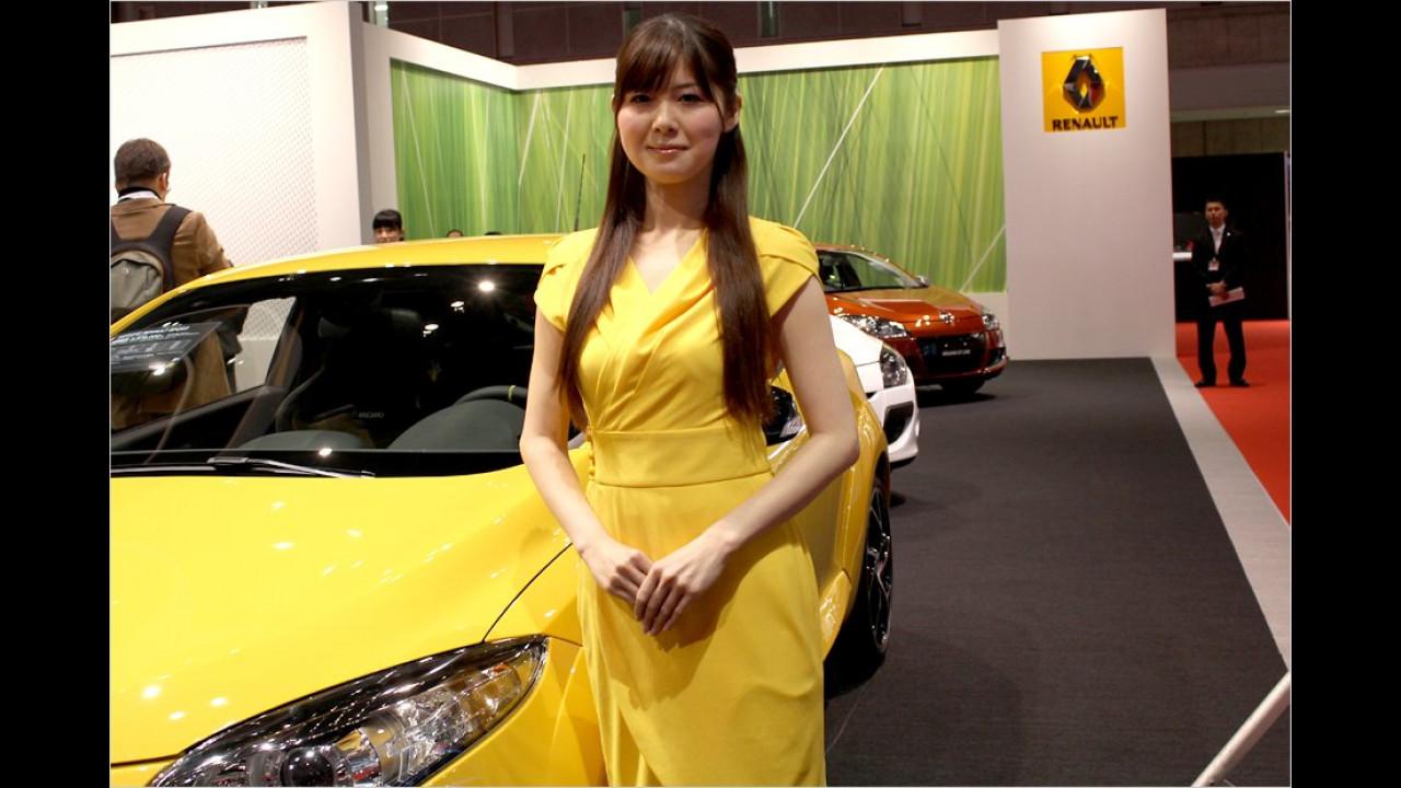Du kleiner Schelm, dich sieht man ja fast gar nicht vor dem gelben Auto
