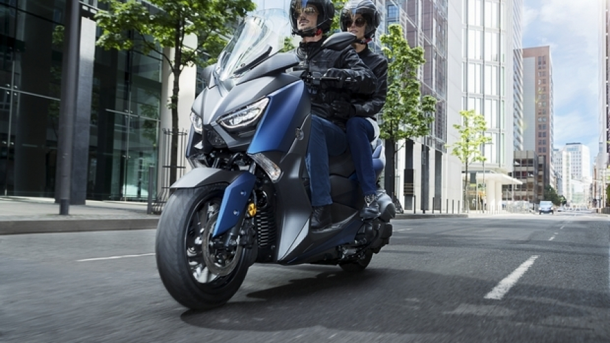 "Yamaha X-MAX 400, il concorso ""Ride and Smile"" regala lo Sport Scooter"