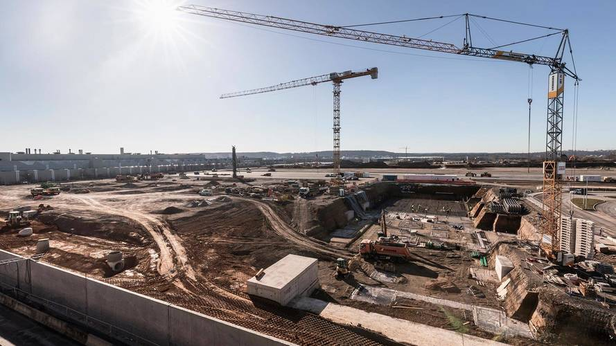 Mercedes Breaks Ground On Cutting-Edge Factory For Next S-Class