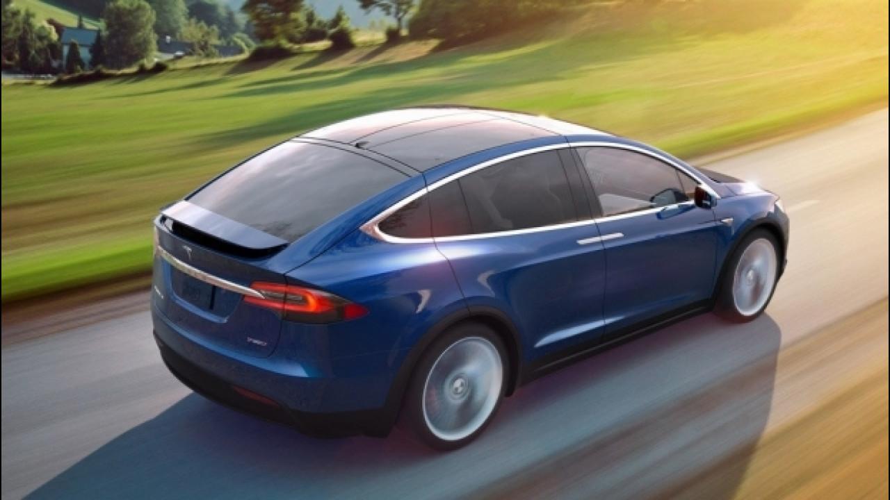 [Copertina] - Tesla, la versione 8.0 del software cambia la guida semi-autonoma