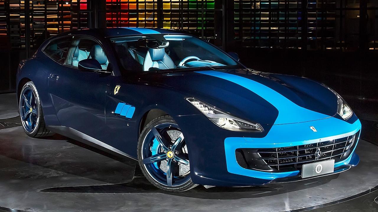 [Copertina] - Ferrari GTC4 Azzurra, a Lapo piace così