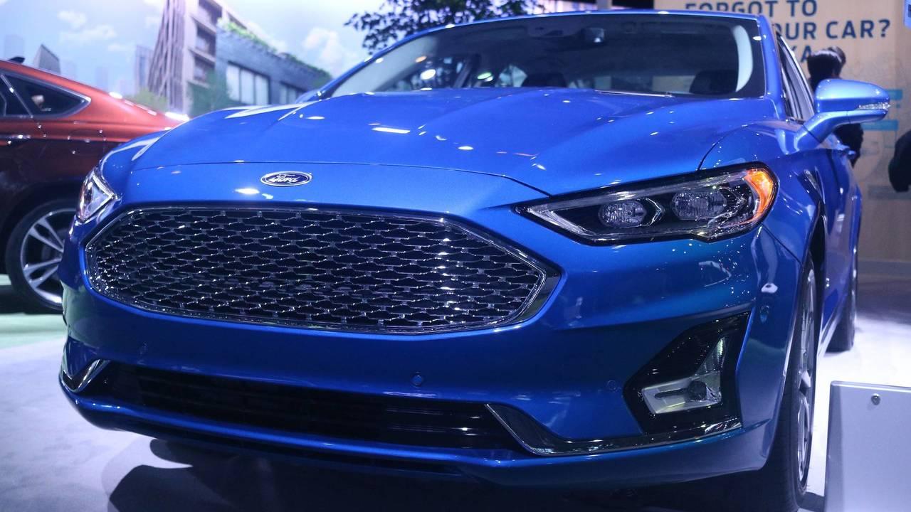 2019 Ford Fusion Energi Titanium Motor1 Com Photos