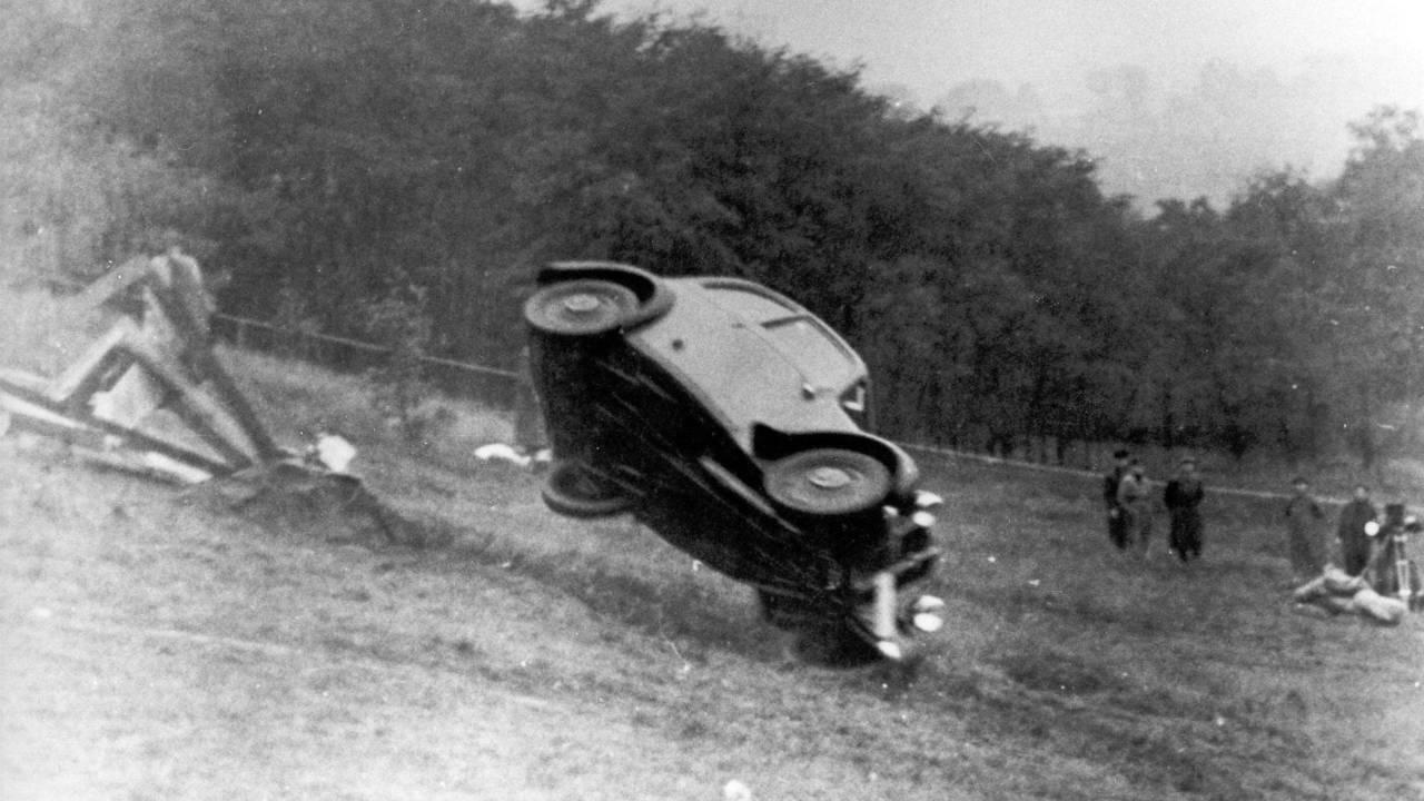 Audi F7 törésteszt