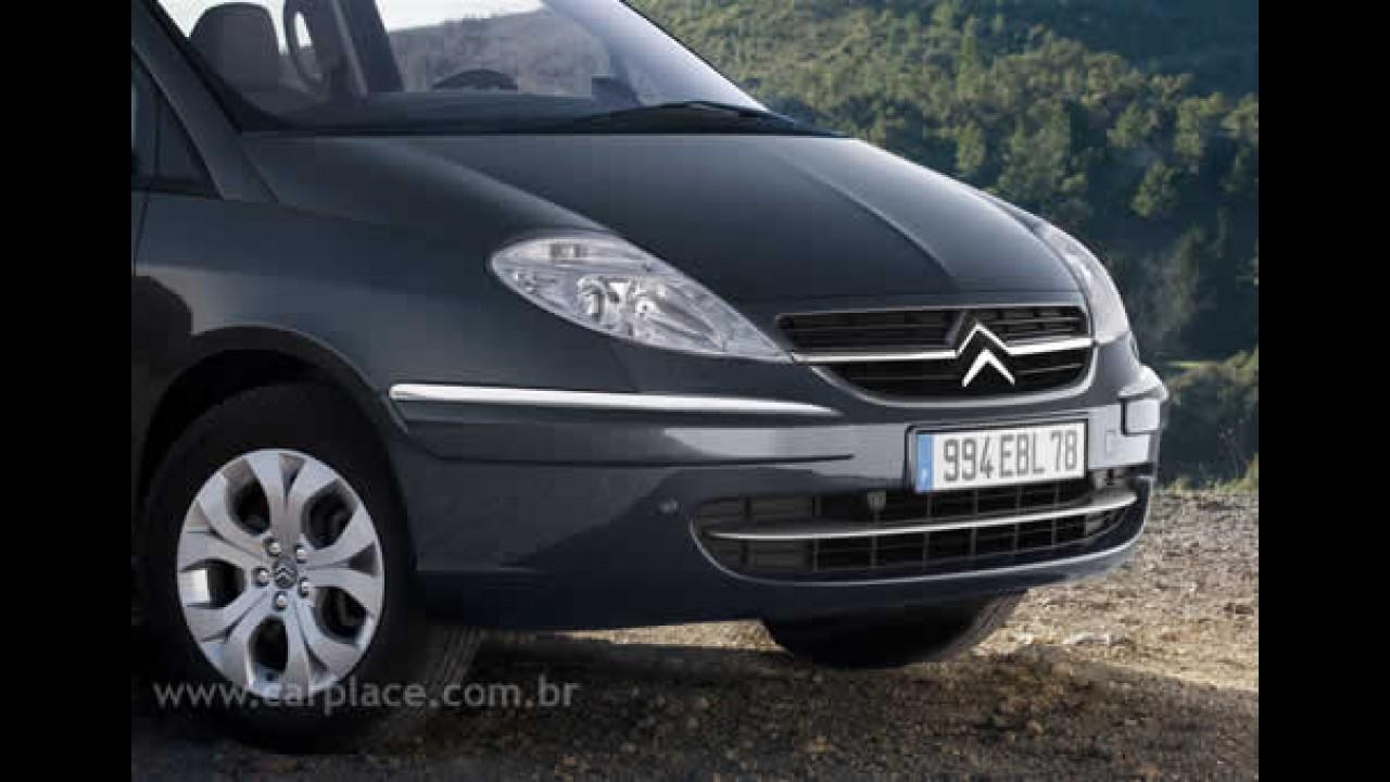 Citroën mostra C8 2008 com pequenas mudanças e novo motor motor 2.2 HDi