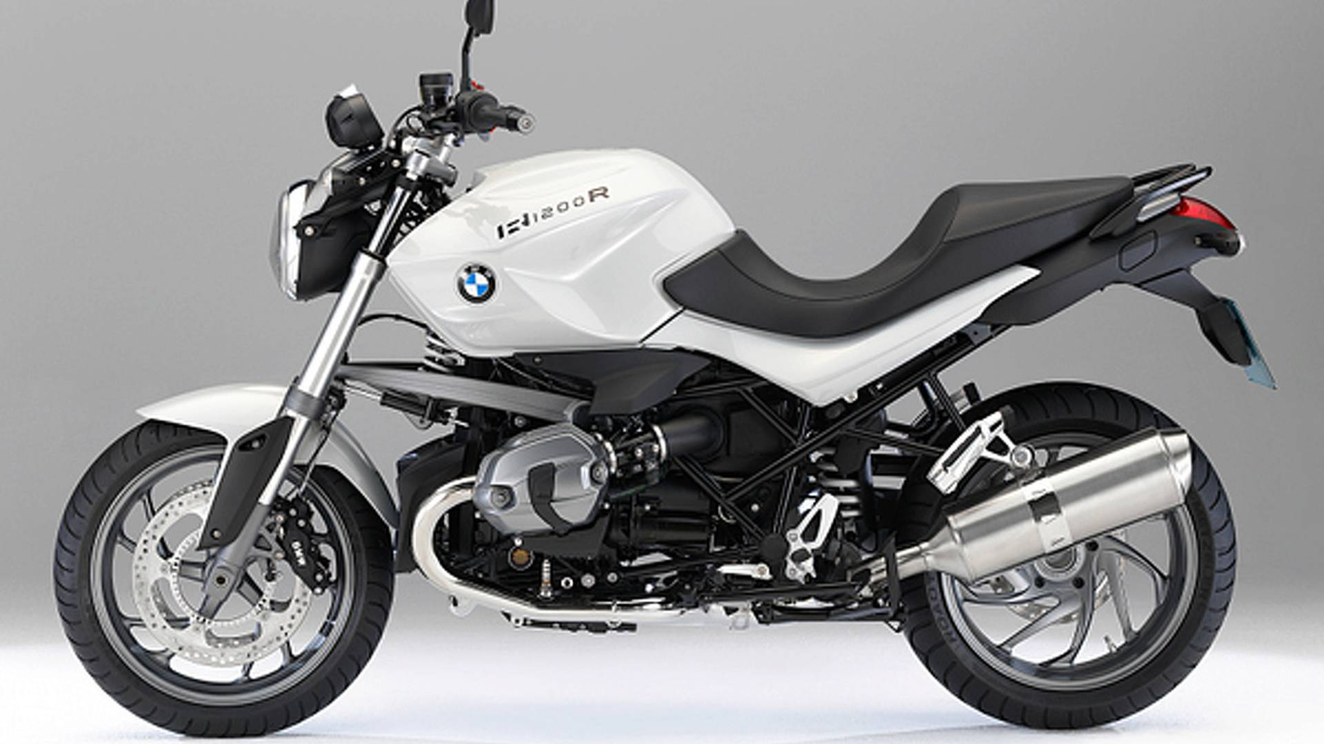 2011 BMW R1200R and R1200R Classic: DOHC engine, sharper looks