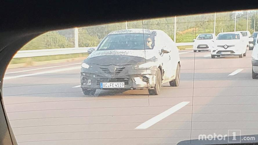 Renault Clio spy photos