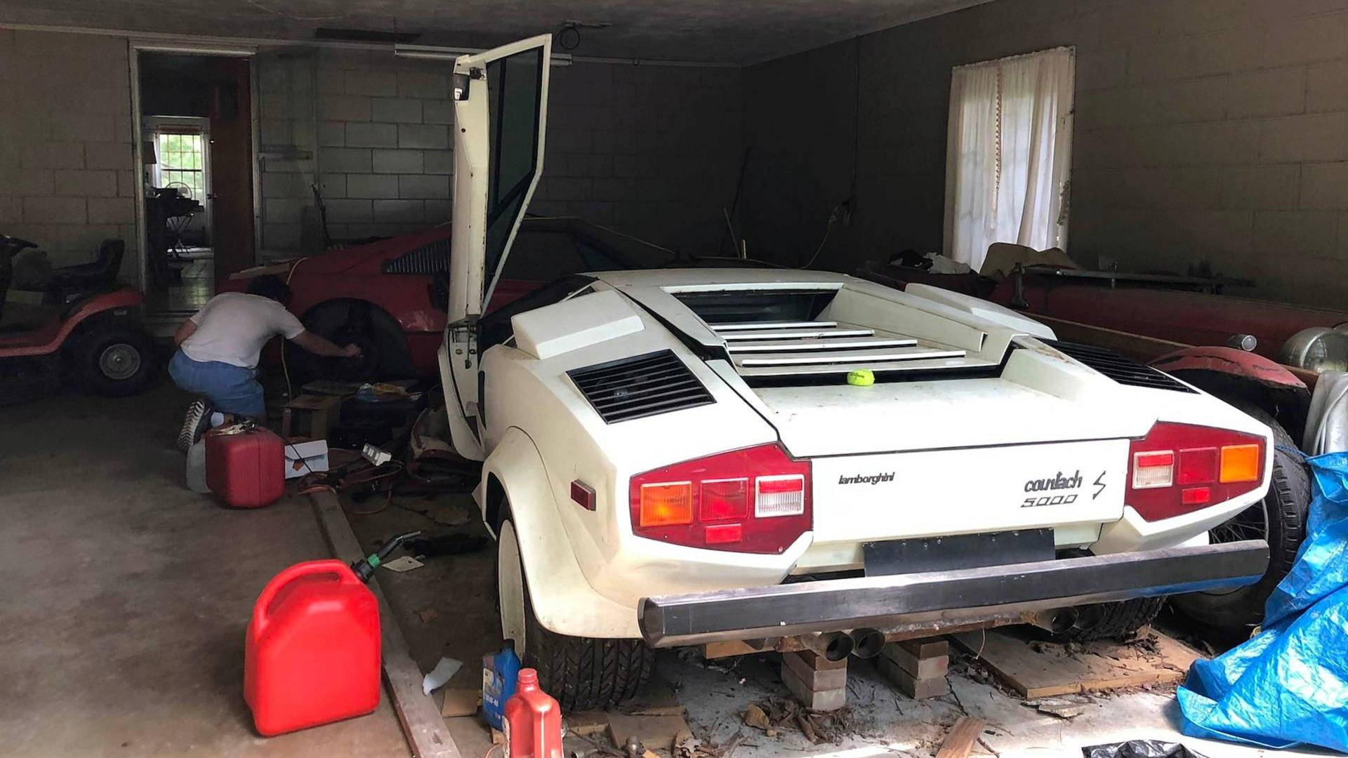 Countach Grandma S Lambo Uncovered From Storage After 2 Decades