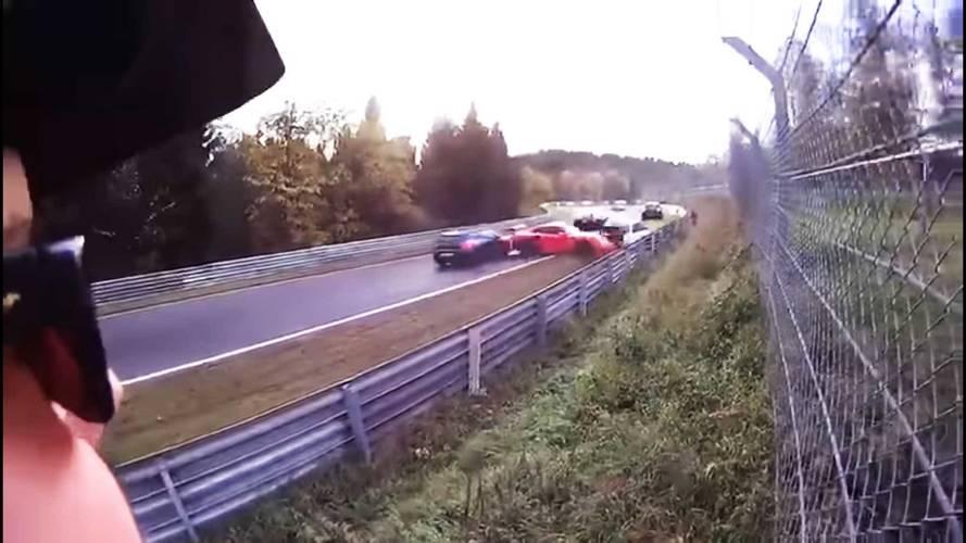 Nürburgring'deki zincirleme kazayı izlemesi bile korkunç