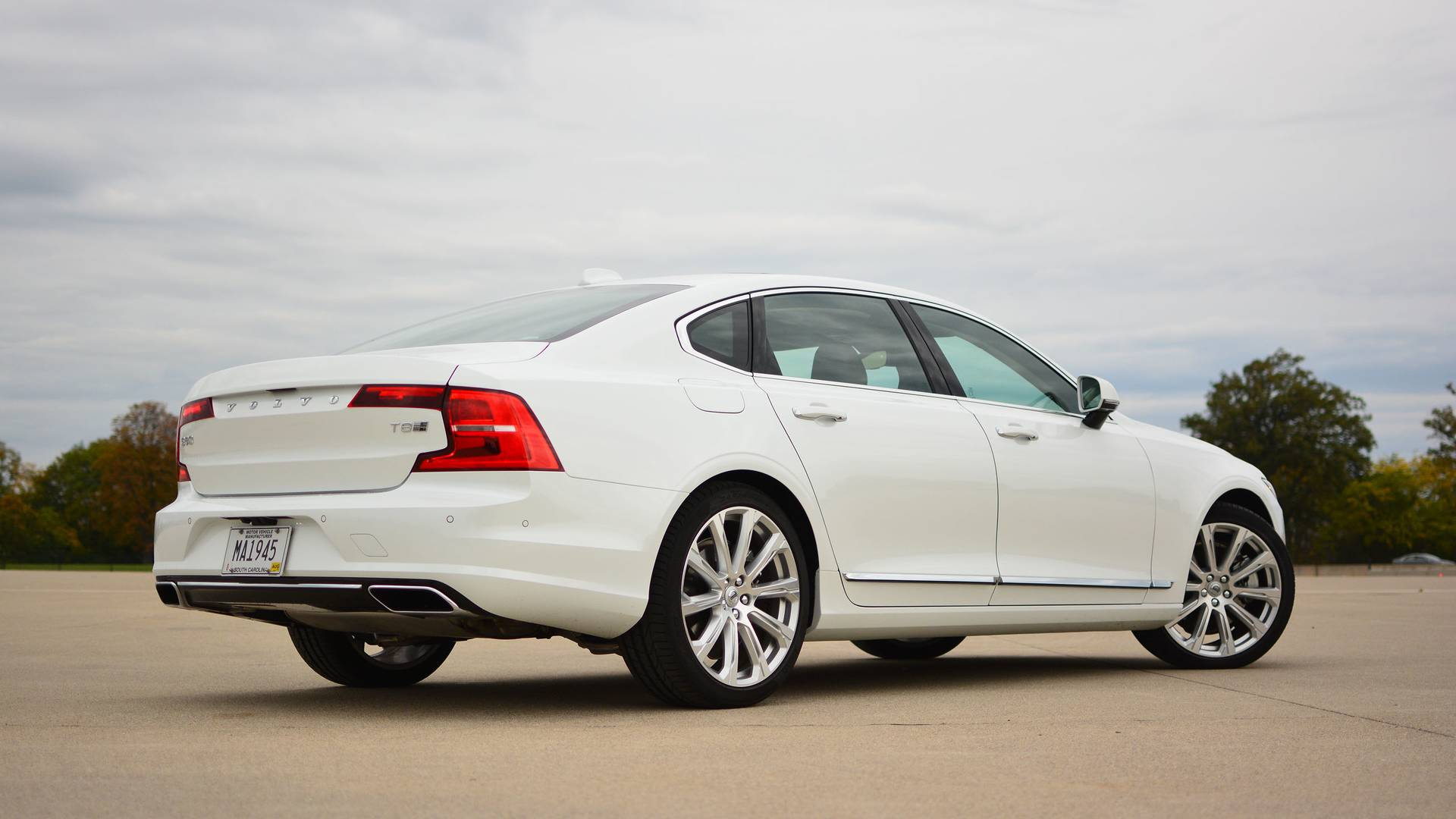 2018 Volvo S90 T8 Review: Efficiency Done With Style