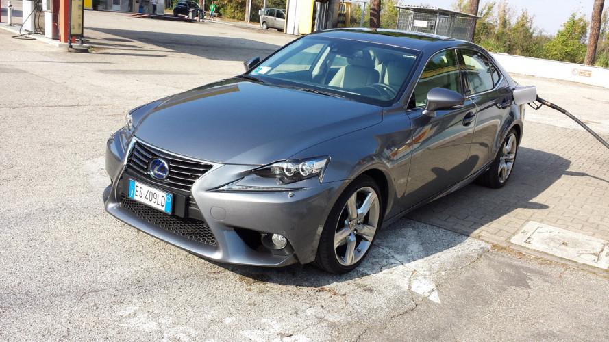 Lexus IS Hybrid, la prova dei consumi reali