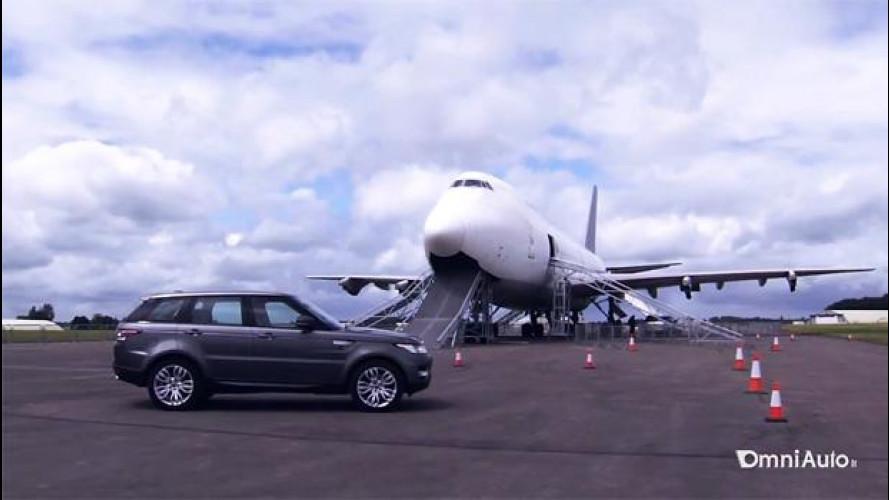 Range Rover Sport, ecco come salire su un aereo con un SUV [VIDEO]