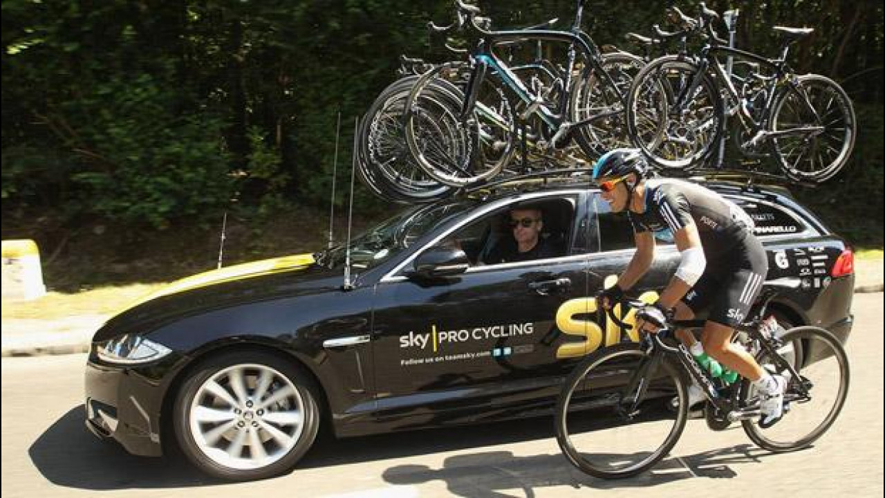 [Copertina] - La Jaguar XF Sportbrake ha debuttato al... Tour de France