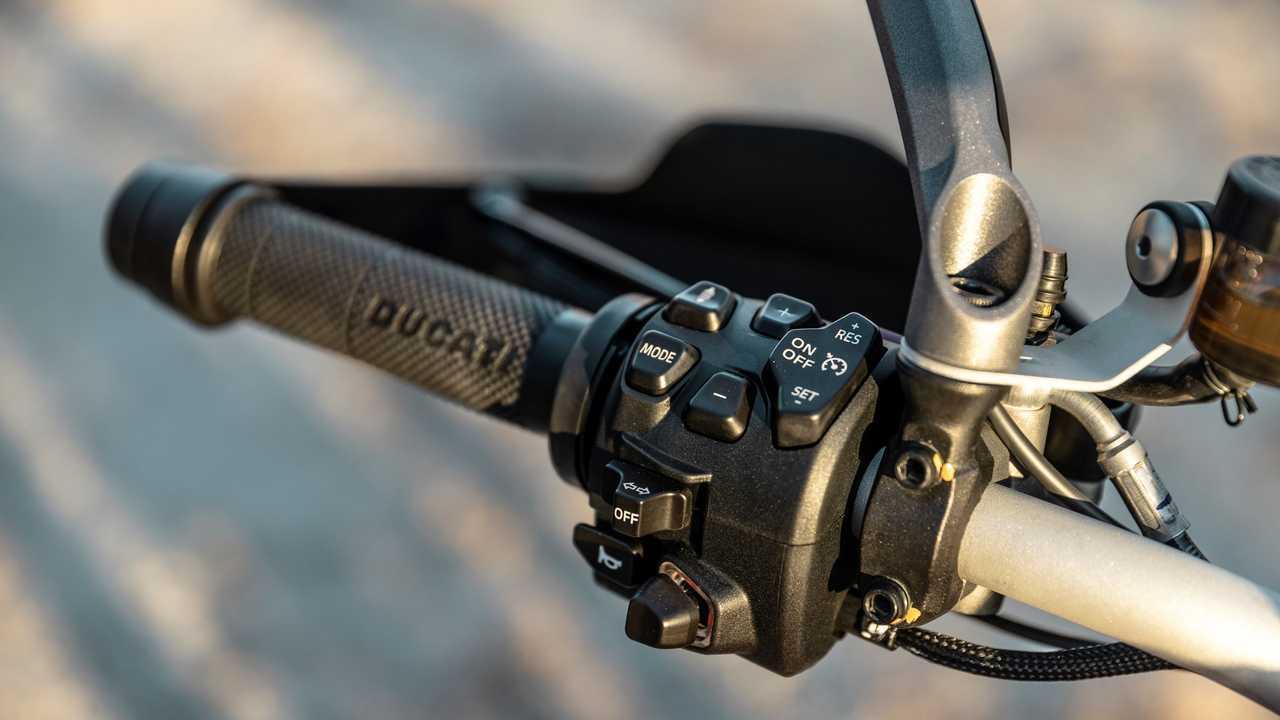 2021 Ducati Multistrada V4 S - Switchgear