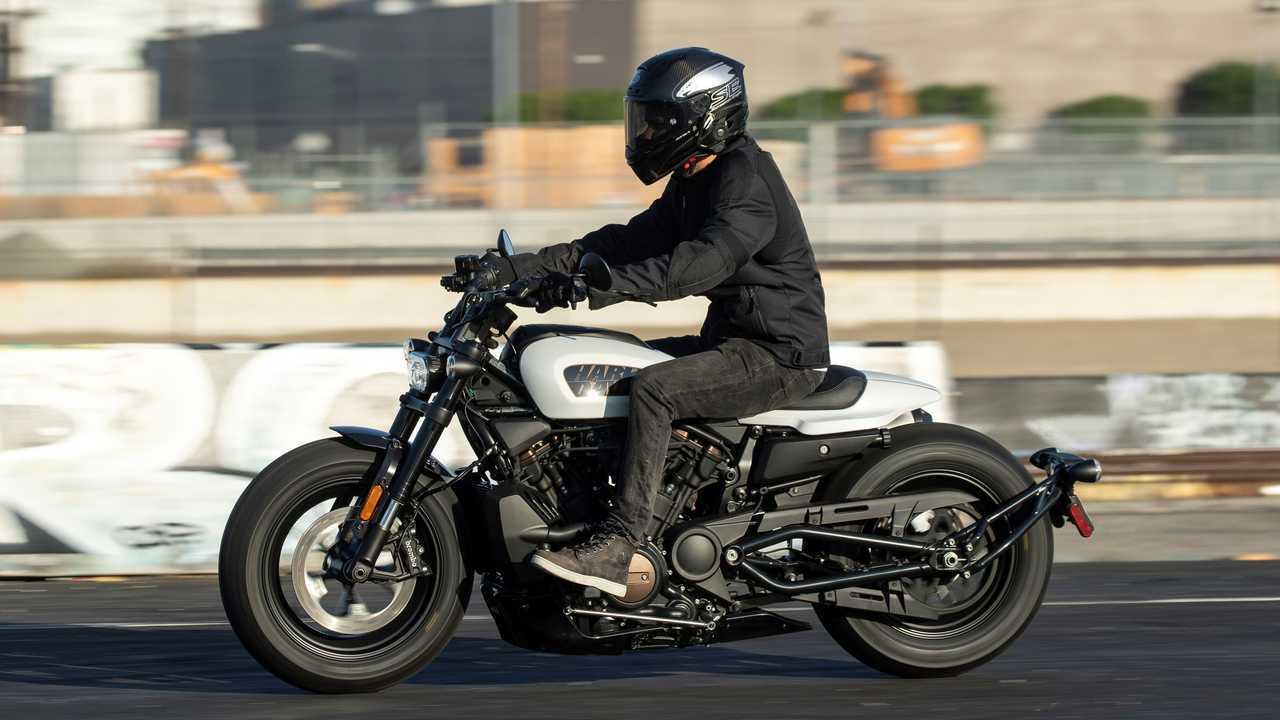 2021 Harley-Davidson-Sportster S - Riding