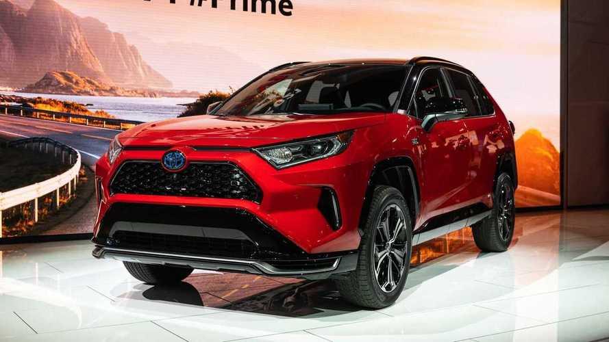 Executivo da Toyota dirige um Model X e diz: 'o híbrido é melhor'