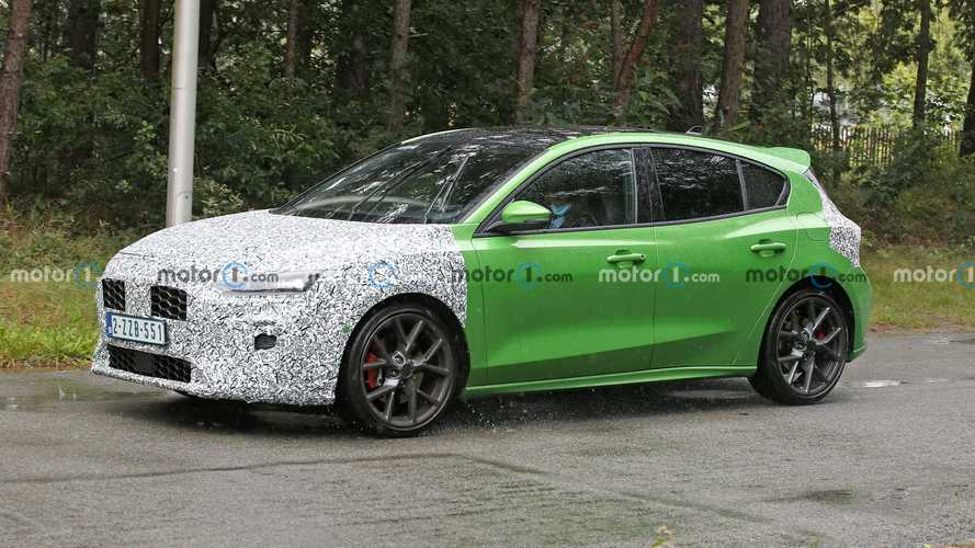 2022 Ford Focus ST Facelift Spied In Bright Green As Nod To Focus RS Mk2