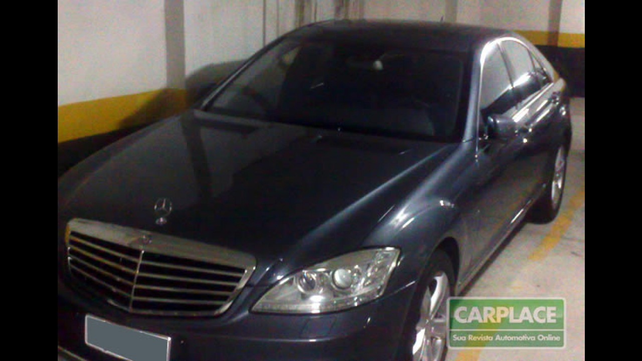 Leitor encontra um Mercedes S400 BlueHYBRID em garagem de prédio em SP