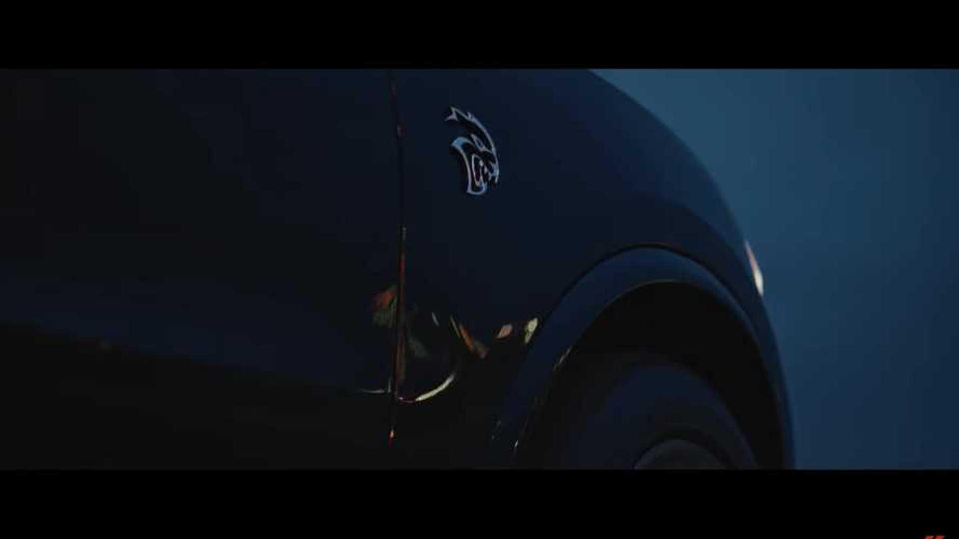 2011 - [Dodge] Durango / Magnum - Page 3 Dodge-durango-srt-hellcat-teaser