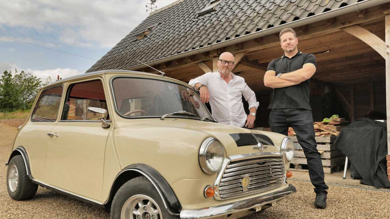 Salvage Hunters: Classic Cars first series begins