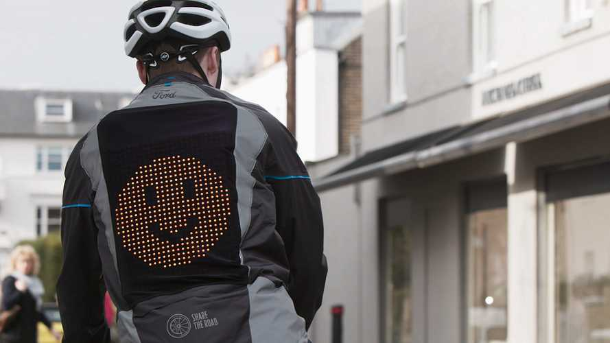 Ford'un emojili ceketi bisikletlilerin hayatını kurtaracak