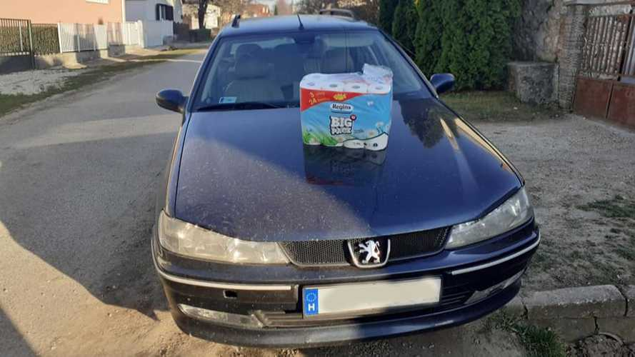 Túlélőcsomaggal árulnak egy Peugeot 406-ost Facebookon