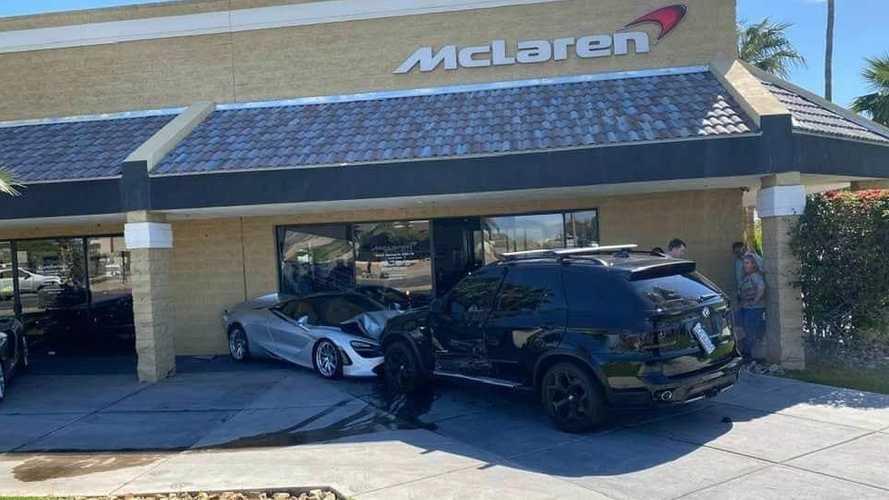 Une BMW X5 termine sa course dans une concession McLaren