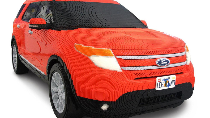 Ford Explorer recreated in LEGO [video]