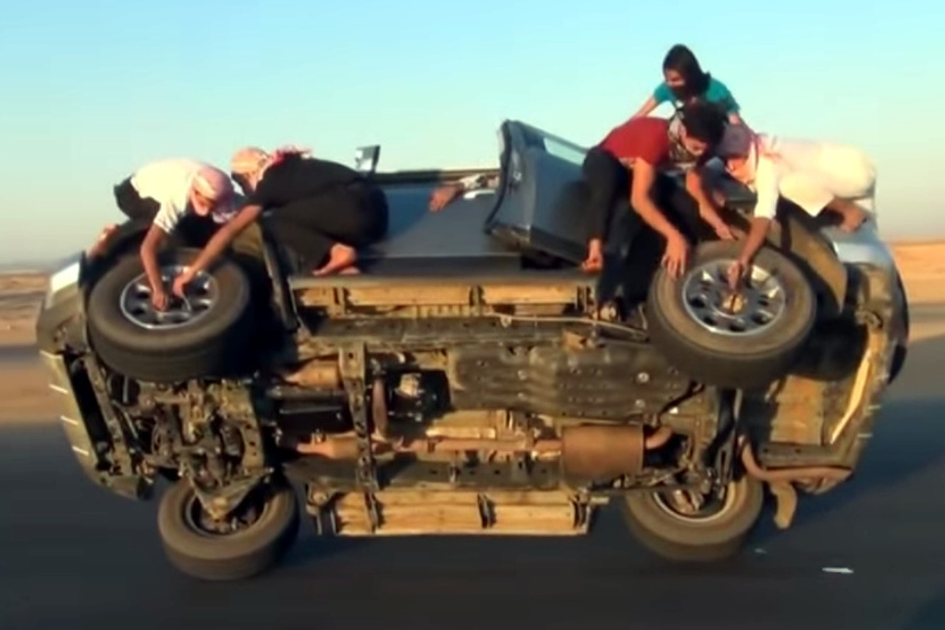 Team of Saudis Change Tires   While Vehicle is in Motion