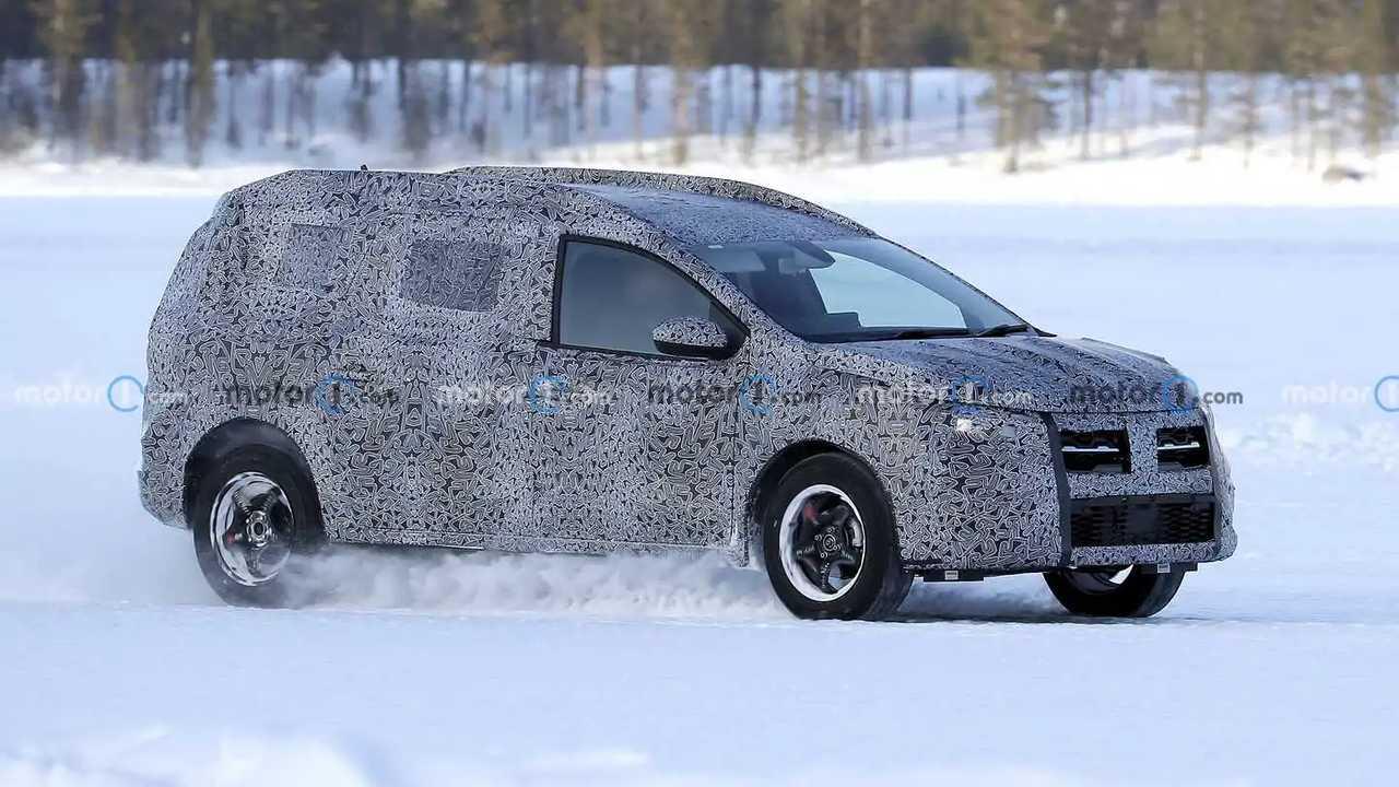 2022 Dacia Logan-based wagon spy photo