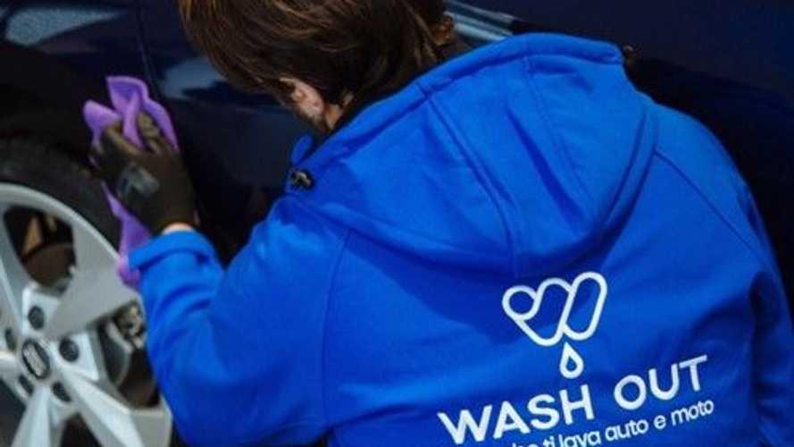 Wash Out ed Enel X: l'auto elettrica viene lavata mentre si ricarica