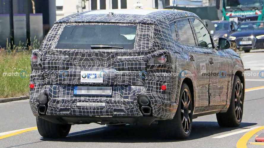 2022 BMW X8, oldukça ilginç egzoz tasarımı ile görüntülendi